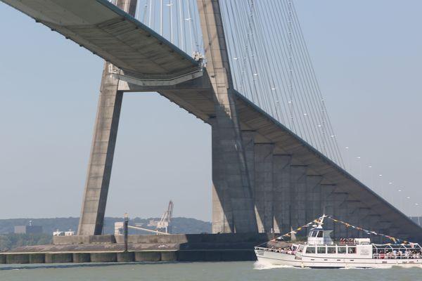 En 1995, le pont de Normandie était considéré comme le plus grand pont à haubans du monde.