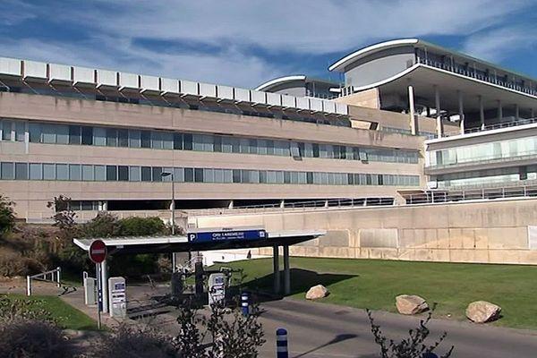 Le CHU Carémeau de Nîmes dans le Gard aurait plus de personnels soignants positifs au coronavirus