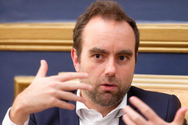 """Dans l'Eure, Sébastien Lecornu veut """"tout faire pour garder la majorité"""""""