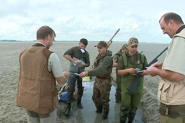 En cette première journée de la saison de chasse aux gibiers d'eau, la fédération des chasseurs de la Somme s'est rendu sur le terrain pour contrôler les permis