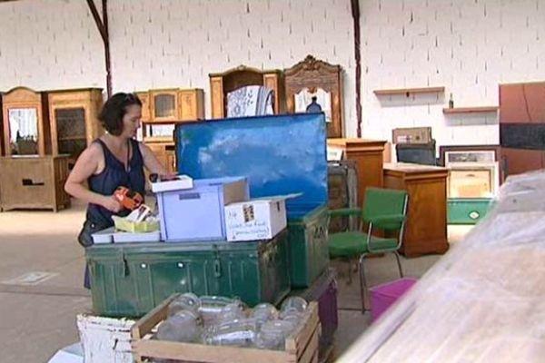 Bibelots, vaisselle, meubles viennent d'être livrés.