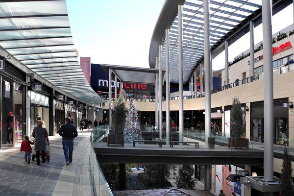 Centre commercial à ciel ouvert, ce qui permet l'aération et la ventilation naturelle, le Polygone à Béziers (Hérault) se prépare quand même aux gestes barrières et à surveiller sa fréquentation après le 11 mai.