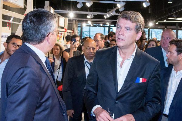 """Arnaud Montebourg lors de l'inauguration d'une boutique """"Vive la France""""."""