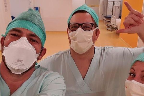 Christian Prud'homme à gauche de l'image, secrétaire FO et infirmier anesthésiste