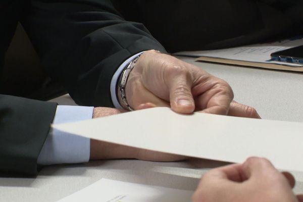 Le papier Barrière a une couche sans polyéthylène, donc sans plastique