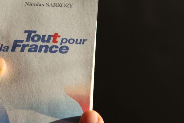 """Le livre de Nicolas Sarkozy, """"Tout pour la France""""."""