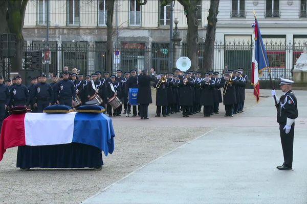L'hommage national rendu vendredi 17 janvier 2020 dans la cour de la préfecture du Rhône au policier Franck Labois, renversé volontairement par un fourgon à Bron