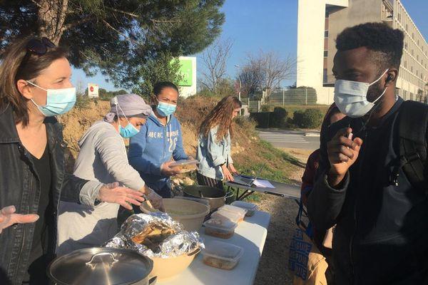 Perpignan - distribution de repas pour les étudiants - 26 février 2021.