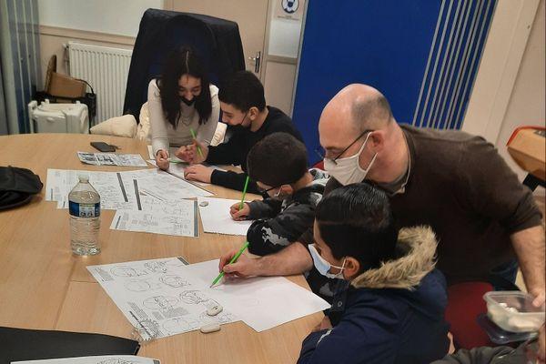 À Nogent-sur-Oise, des ateliers sont organisés durant les vacances de Noël afin de créer un manga sur le harcèlement scolaire