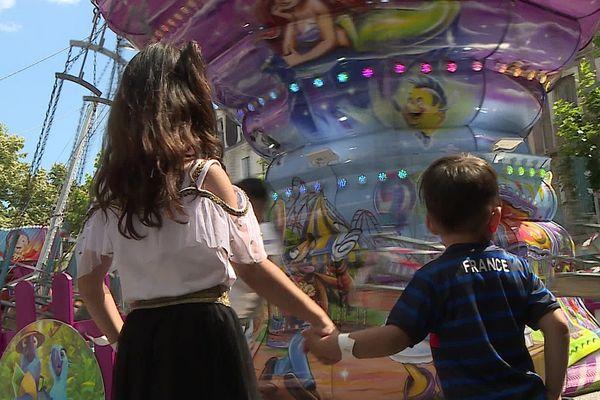 A Béziers, une dizaine de manèges tournent jusqu'au 27 juin, tous les après-midi pour les enfants à partir de 2 ans.
