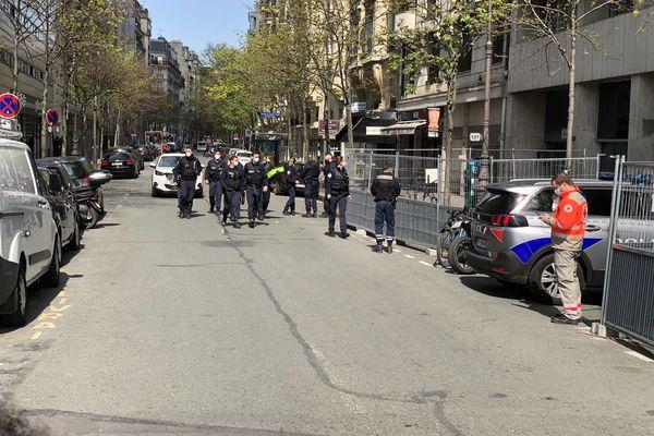 Un homme tué par balles en pleine rue et une femme grièvement blessée devant l'hôpital Henry Dunant dans le XVIe arrondissement de Paris.