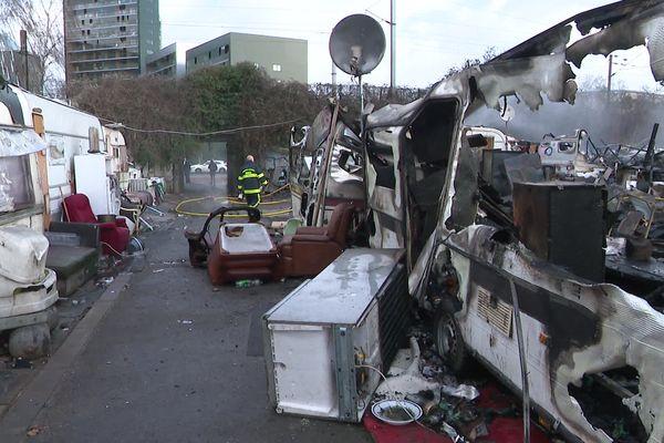 Lille : un incendie détruit l'intégralité du camp de Roms rue de la Chaude Rivière