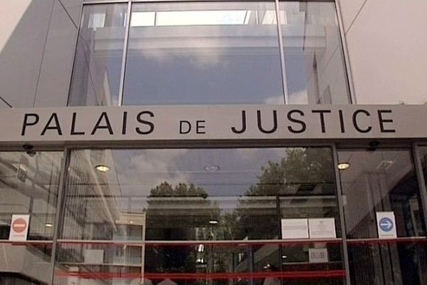 Narbonne (Aude) - palais de justice - archives