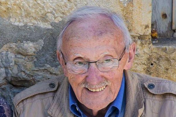 Guy Thomas vivait dans le Jura et était un ami proche de Jean Ferrat.