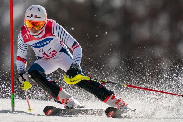 Arthur Bauchet se classe deuxième de l'épreuve de slalom debout au Jeongseon Alpine Centre à Pyeongchang.