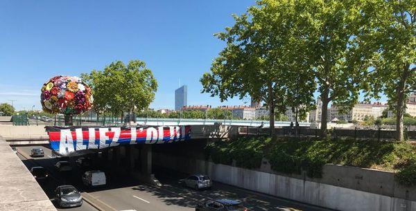 Mercredi 19 août 2020, Lyon s'est parée aux couleurs de l'OL : l'Olympique Lyonnais affronte, pour la deuxième fois de son histoire, le Bayern de Munich en demi-finale de la Ligue des Champions.