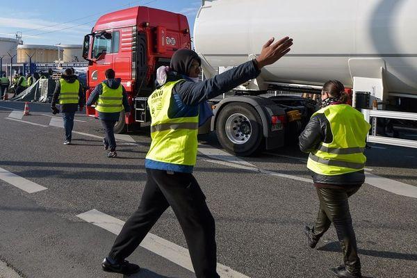 Les péages des autoroutes restent les cibles des gilets jaunes.