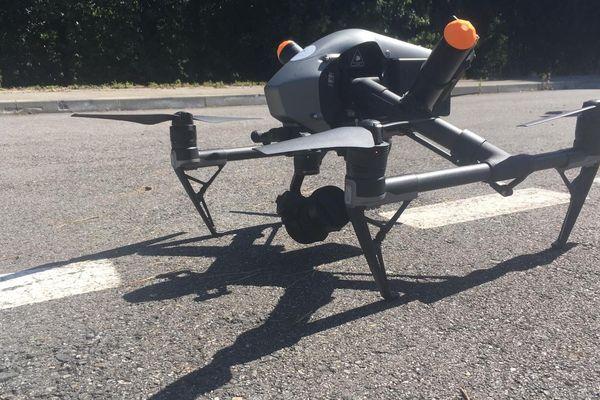 Ce drône filme l'autoroute A61 et ses images sont diffusées en direct sur Youtube.