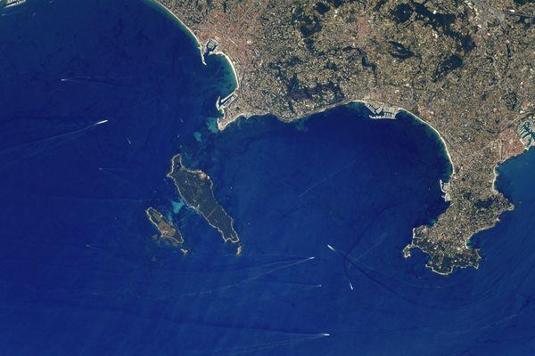 Une bout de Côte d'Azur depuis l'espace.