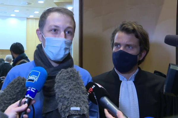 Rachid Hami, frère de Jallal Hami élève-officier de Saint-Cyr Coëtquidan décédé en 2012 répond à la presse avant le début du procès qui s'ouvre à Rennes