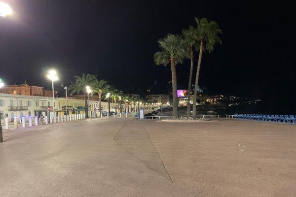La Promenade des Anglais était vide dès 21 heures samedi soir.