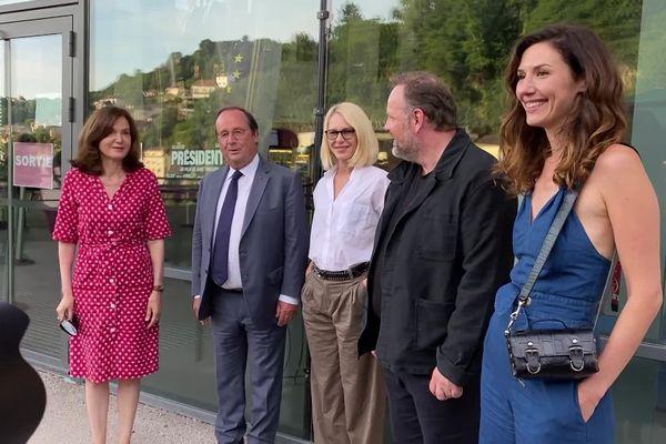 """Avant-première du film """"Présidents"""" au cinéma Veo de Tulle, avec une partie de l'équipe du film et François Hollande."""