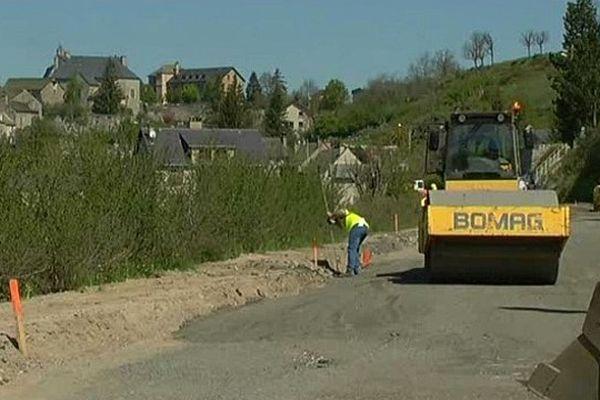 Serverette (Lozère) - les travaux routiers sur la D.806 - 6 juin 2013.