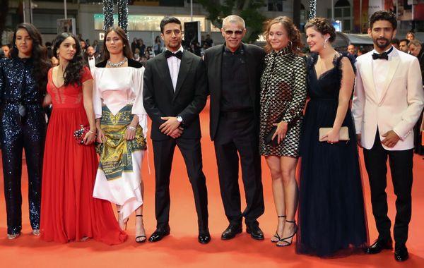 """L'équipe du film d'Abdelallatif Kechiche """"Mektoub, My love, intermezzo"""" lors de la montée des marches du Festival de Cannes."""