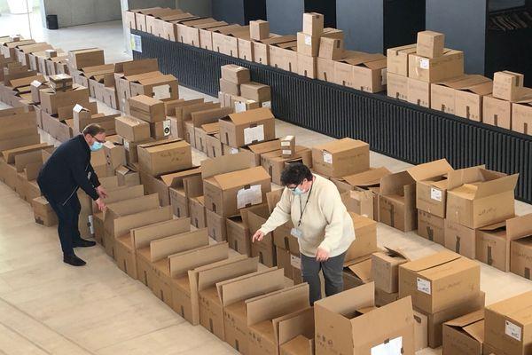 Des kits de protections sanitaires vont être distribués aux bureaux de vote.