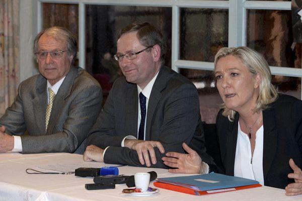 Marine Le Pen et Louis Noguès candidat FN dans la Sarthe.