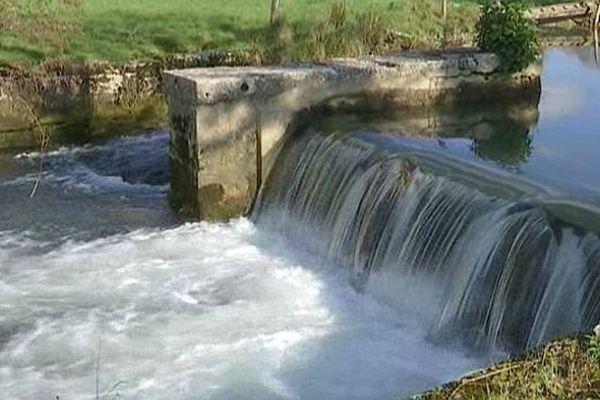 Le bief du moulin à eau de Saint-Marc-sur-Seine