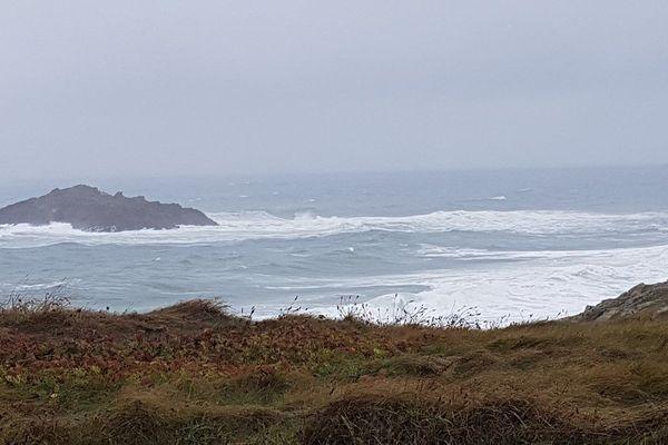 De la pluie et beaucoup d'embruns mais de très belles vagues