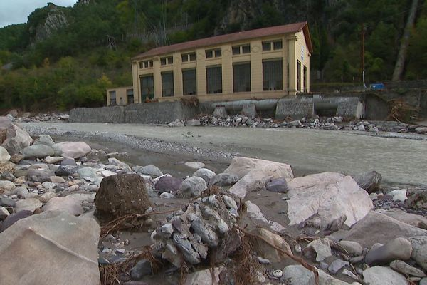 Au niveau du viaduc de Scarassoui à Fontan, la route est détruite.