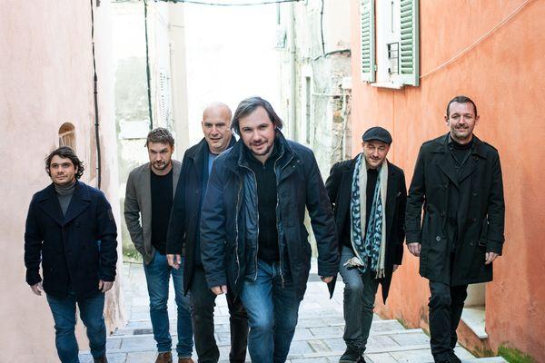Ghjuvanfrancescu Mattei (un premier plan), et les autres membres de l'Alba