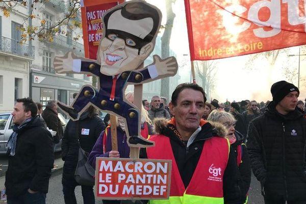 (Photo archives, 5 décembre 2019 à Tours.) Des milliers de personnes défilent contre la réforme des retraites.