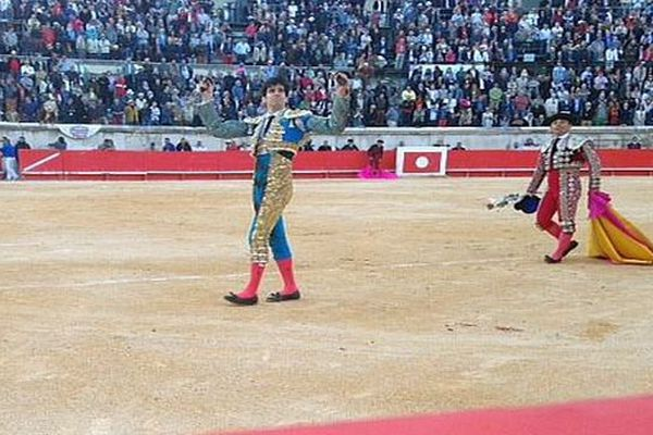 Nîmes - Alberto Lopez Simon 2 oreilles à son deuxième toro - 15 mai 2016.