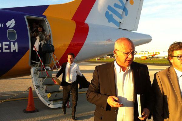7H30, heure anglaise: les passagers débarquent à l'aéroport de Southend situé à une centaine de kilomètres au sud de Londres.