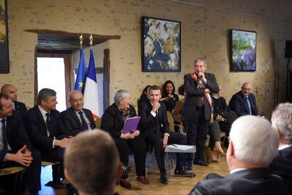 14/02/2019 - Emmanuel Macron en visite dans l'Indre pour l'acte 7 du grand débat. Il a rencontré une trentaine de maires ruraux.