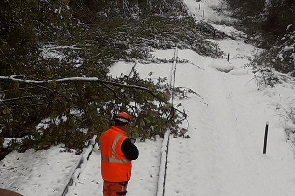Une centaine d'agents SNCF sont mobilisés depuis lundi 29 octobre 22 heures.
