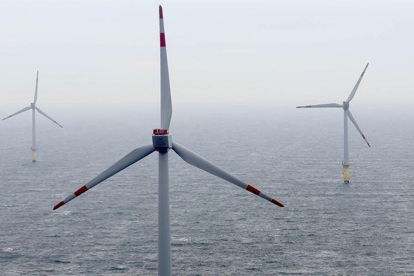 Champ d'éoliennes en mer du Nord de  Bremerhaven (Allemagne)