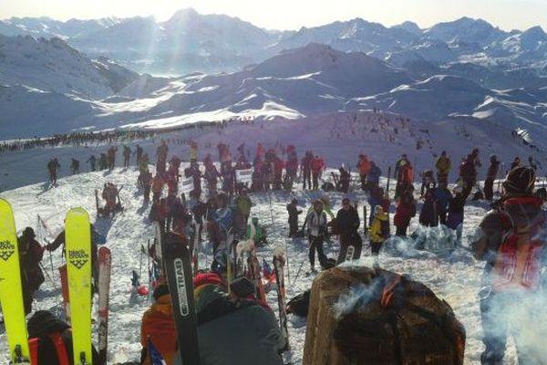 Des centaines de spectateurs au sommet du Grand Mont