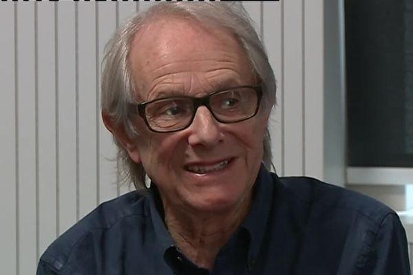 Ken Loach est à Nîmes. Ecran britanniques lui consacre une rétrospective pendant deux jours. Le réalisateur anglais, mult-récompensé à cannes, toujours aussi engagé, a salué l'importance des petits festivals de cinéma.