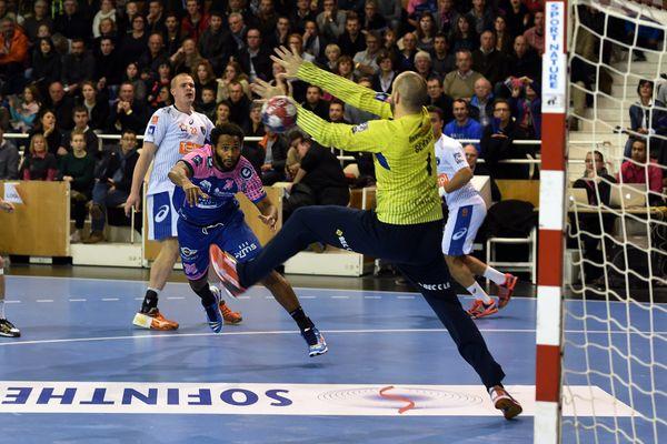 Montpellier s'est arraché pour obtenir un match nul 27-27 dans la salle de Cesson Rennes - 12 décembre 2015