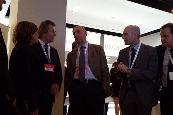 Louis Gallois, Comissaire Générale à l'investissement, visite les stands des IRT français pendant le forum