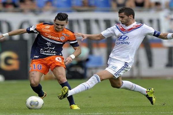 Montpellier - Rémy Cabella face au Lyonnais Maxime Gonalons - 6 octobre 2013.