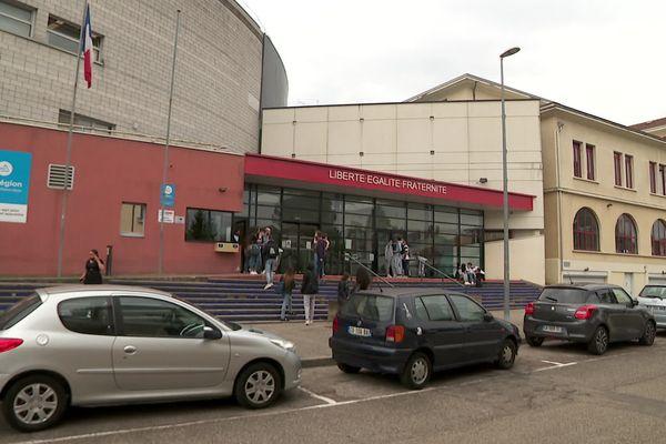 Le lycée Gambetta de Bourgoin-Jallieu où s'est produite l'agression