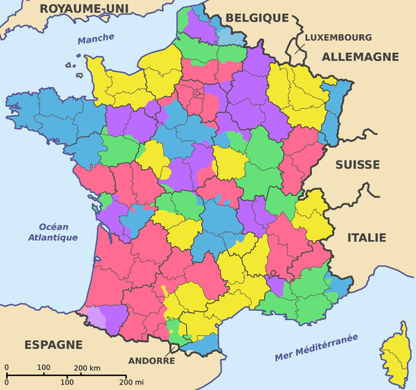 Les anciennes provinces de Flandre (en bleu), d'Artois (en violet) et de Picardie (en vert).