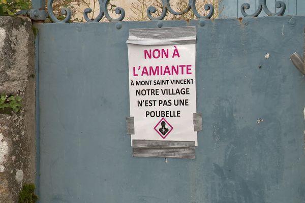 Les opposants au projet d'enfouissement d'amiante à Mont-Saint-Vincent (Saône-et-Loire) s'étaient fait entendre lors du dernier conseil municipal.