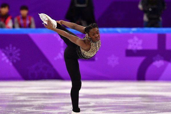 Déception pour Maé-Bérénice Méité qui a chuté lors de l'épreuve du programme court de patinage artistique par équipe.
