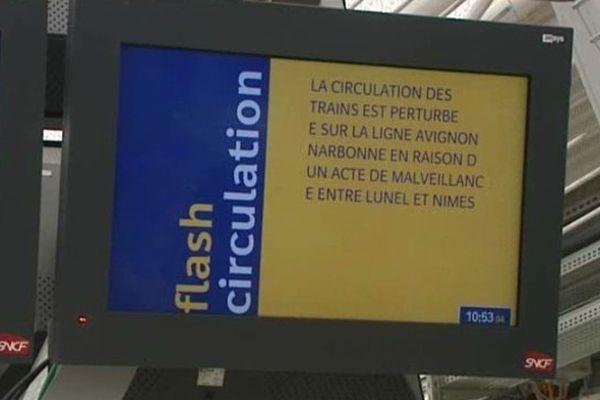 Un panneau annonce les perturbations en gare de Montpellier